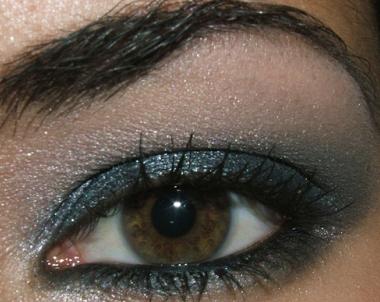 http://www.temptalia.com/images/2006/makeup-092806-open.jpg