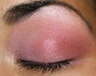 makeup 080707 closed Soft Pink Look Using Fresco Rose Paint Pot
