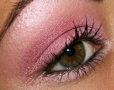 makeup 080707 side2 Soft Pink Look Using Fresco Rose Paint Pot