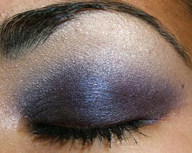 خطوات عمل مكياج عيون جذاب بالصور makeup-091207-closed.jpg