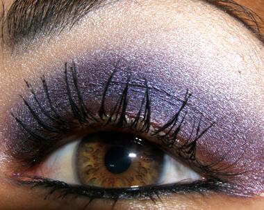 خطوات عمل مكياج عيون جذاب بالصور makeup-091207-side2.jpg
