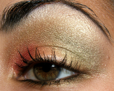 looks  festive christmas holiday themed eye red gold