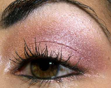 pink eyeshadow for brown eyes. peachy-pink eyeshadow look