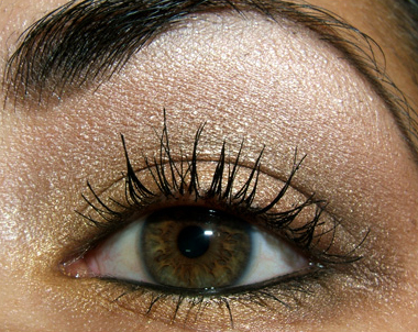 that shows you step-by-step how to apply eye makeup that looks amazing!