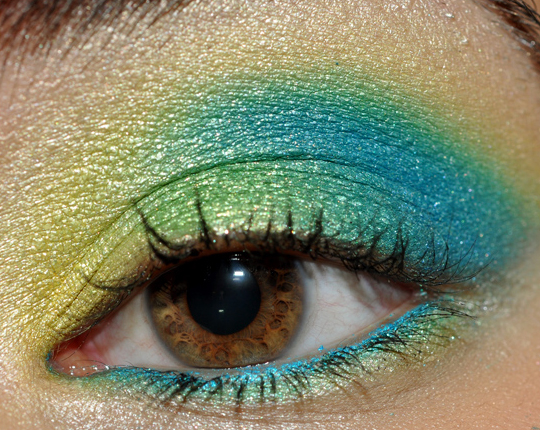 All things beautiful: Makeup Tutorial- Blue and Green Eye