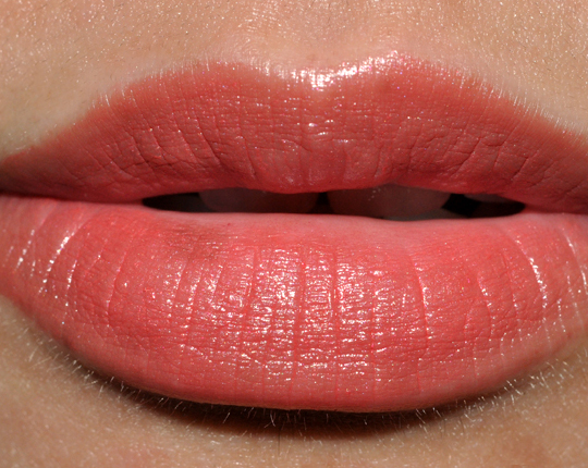 L'Oreal Compelling Coral Color Riche Anti-Aging Serum Lipstick