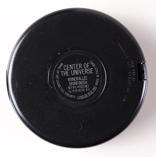MAC Center of the Universe Mineralize Skinfinish