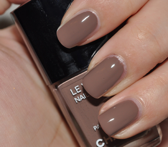Chanel Particuliere Nail Lacquer Swatches Review Photos