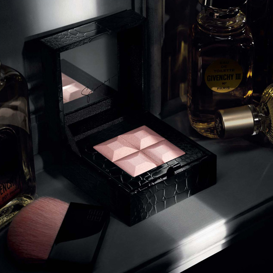 http://www.temptalia.com/images/holiday2010/holiday2010_givenchy005.jpg
