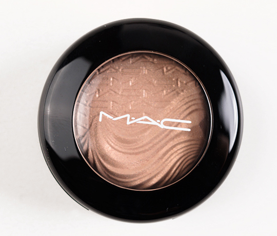 MAC A Natural Flirt Extra Dimension Eyeshadow