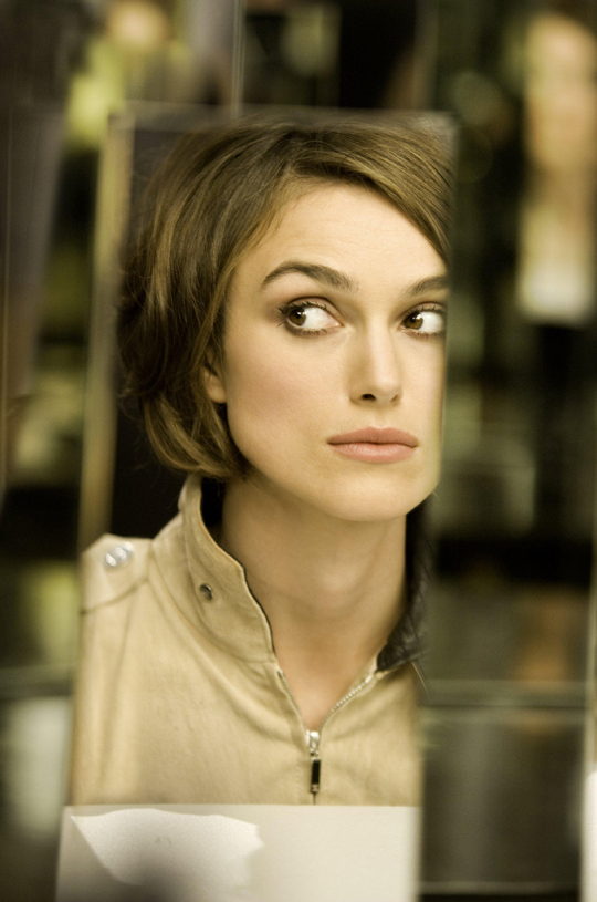 chanel coco mademoiselle with keira knightley. Black Bedroom Furniture Sets. Home Design Ideas
