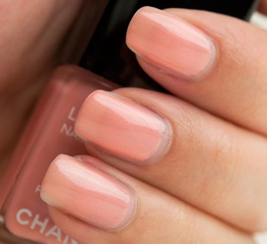 Chanel Peche Nacree Le Vernis