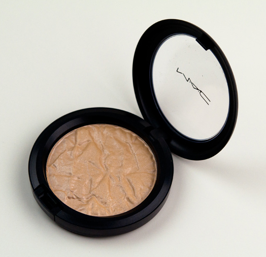 MAC Chez Chez Lame Special Reserve Highlighting Powder