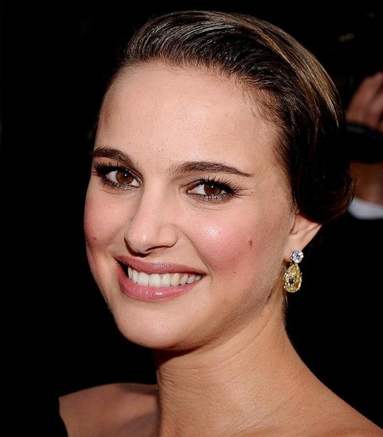 natalie portman makeup looks. Natalie Portman @ 2011 SAG