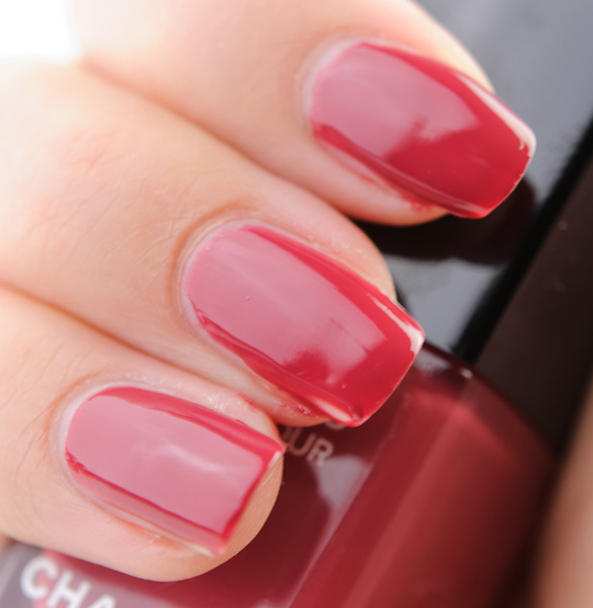 La Looks Nail Polish: Chanel April Le Vernis Review, Photos, Swatches