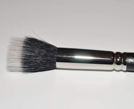 MAC #187 Duo Fiber Stippling Brush Review