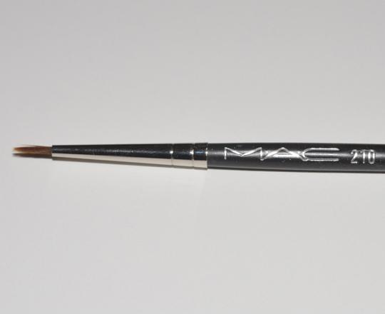 210 Precise Eye Liner Brush by MAC #10