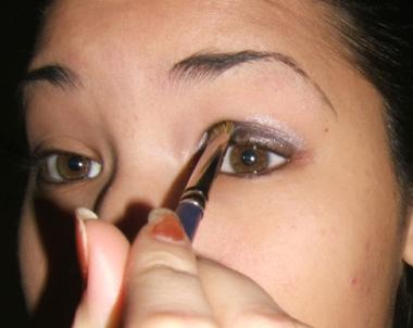 tutorial smokey step003 Smokey Eye   Tutorial for Beginners