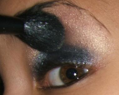 كيفية عمل ميك اب عيون سموكي للسهرات يجنن بالصور tutorial-smokey-step011.jpg