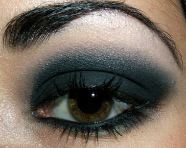 cute eye makeup ideas. smokey eye, I use Silver