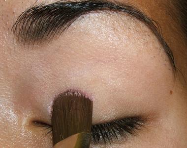 طريقة عمل مكياج عيون وردي ناعم للبنات بالصور tutorial_frescopink003.jpg