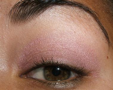 طريقة عمل مكياج عيون وردي ناعم للبنات بالصور tutorial_frescopink005.jpg