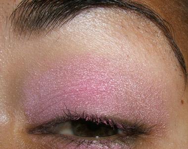 طريقة عمل مكياج عيون وردي ناعم للبنات بالصور tutorial_frescopink009.jpg