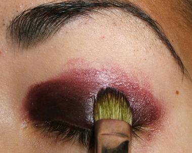 خطوات عمل مكياج عيون جذاب بالصور tutorial_purplesmoke006.jpg