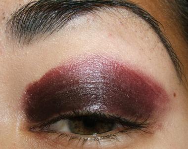 خطوات عمل مكياج عيون جذاب بالصور tutorial_purplesmoke007.jpg
