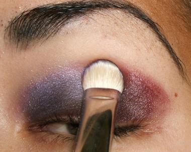 خطوات عمل مكياج عيون جذاب بالصور tutorial_purplesmoke010.jpg