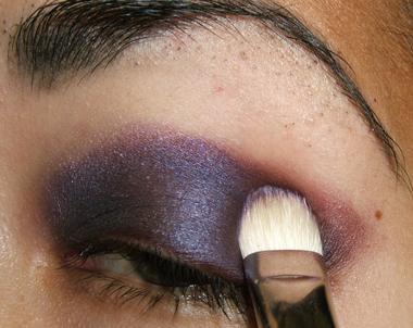 خطوات عمل مكياج عيون جذاب بالصور tutorial_purplesmoke012.jpg