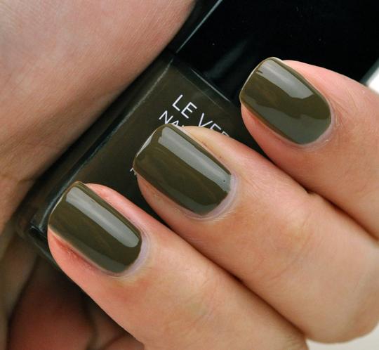 Chanel Khaki Brun Le Vernis Nail Colour Review Amp Swatches