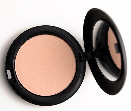 MAC Too Chic Beauty Powder