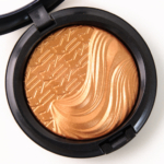MAC Glorify Extra Dimension Skinfinish