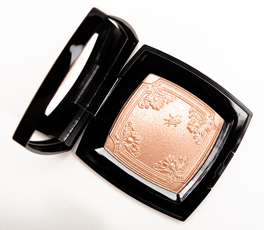Chanel Mouche de Beaute Illuminating Powder