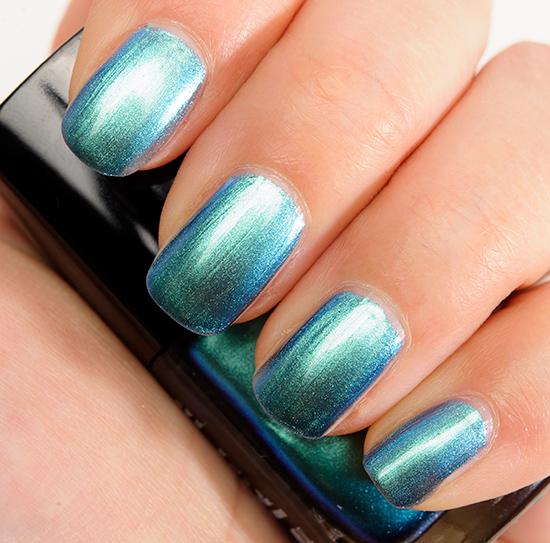 Chanel Azure (657) Le Vernis Nail Colour
