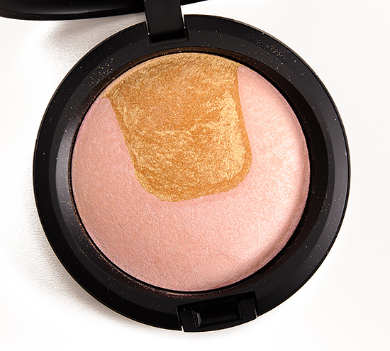 MAC Centre of Attention Mineralize Skinfinish