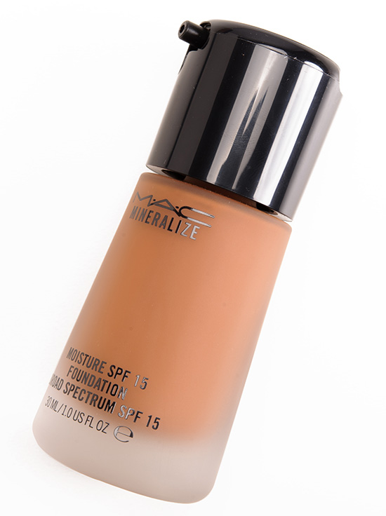 MAC NW45 Mineralize Moisture SPF 15