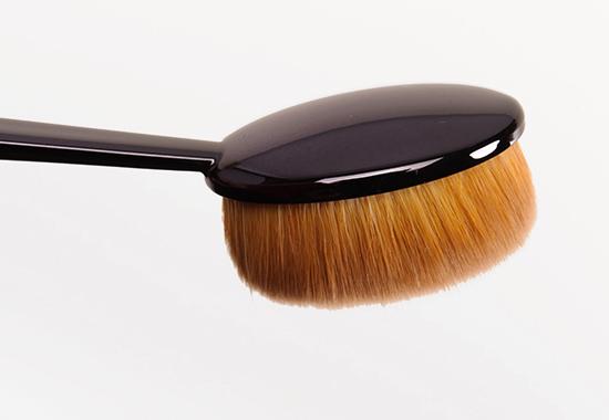 MAC Oval 6 Brush