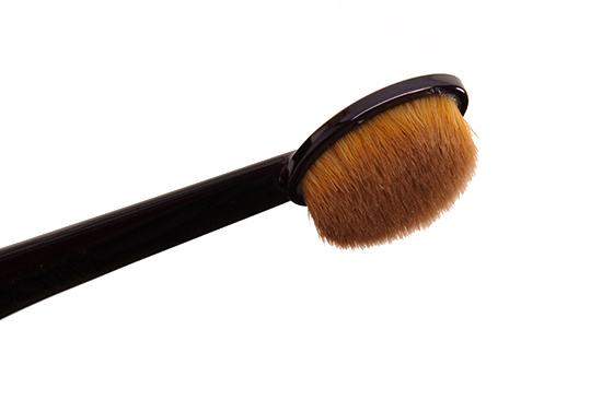 MAC Oval 3 Brush