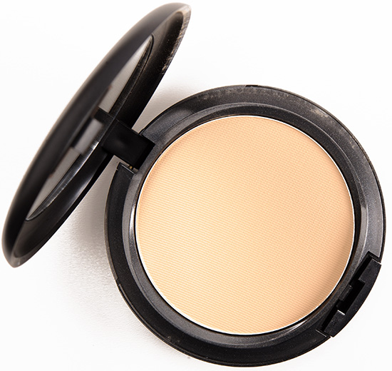 MAC NC25 Studio Fix Powder Plus