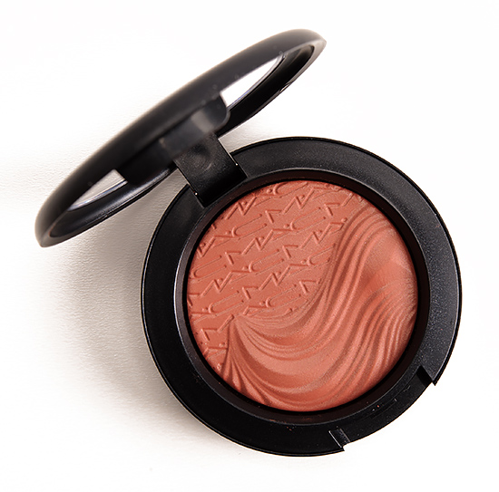 MAC Pleasure Model Extra Dimension Blush