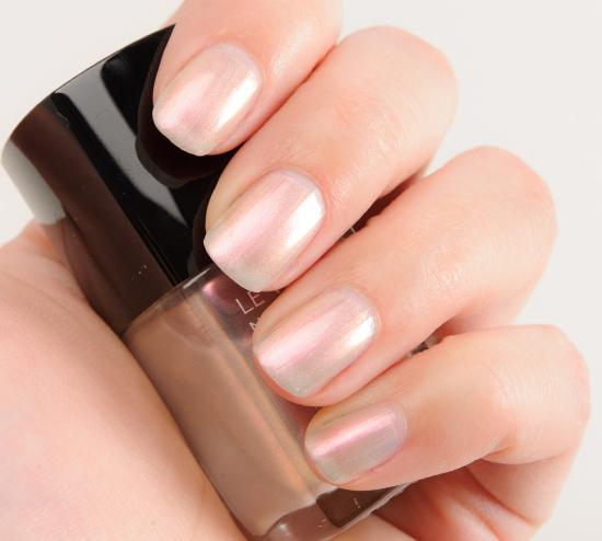 Chanel Atmosphere (629) Le Vernis Nail Colour