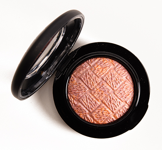 MAC Uplifting Mineralize Blush