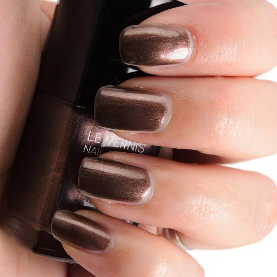Chanel Terrana (697) Le Vernis Nail Colour