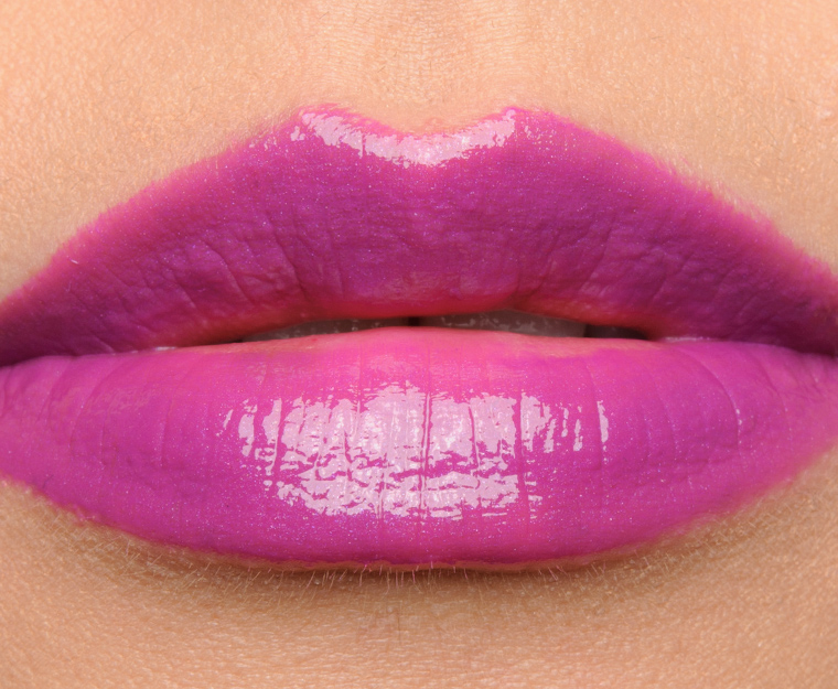 MAC How Chic is This Vamplify Lipgloss