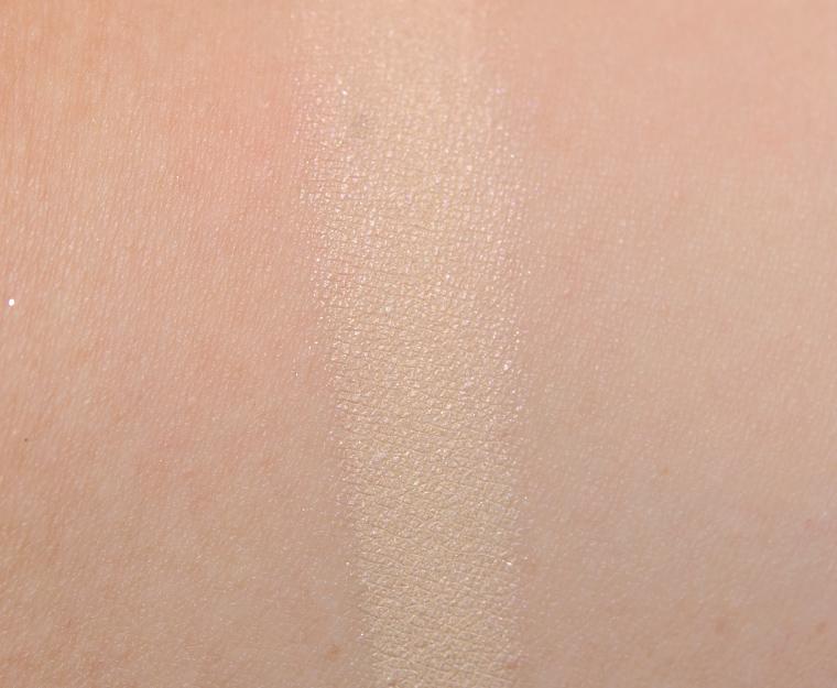 MAC Glamour Light Eyeshadow