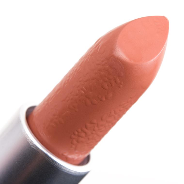 Favoriete MAC Yash Lipstick Review & Swatches EM06