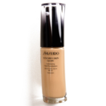 Shiseido Golden 4 Synchro Skin Glow Luminizing Liquid Foundation SPF 20