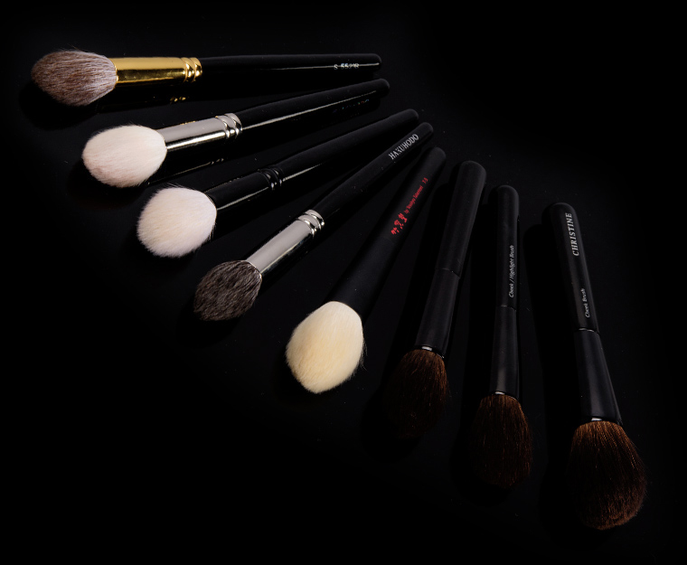 Best Makeup Brushes for Applying Highlighters
